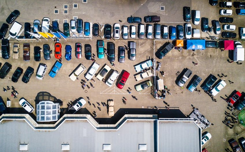 Vue aérienne d'un parking